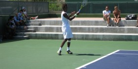 Gael Monfils warming up