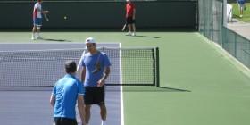 Roger Federer warming up